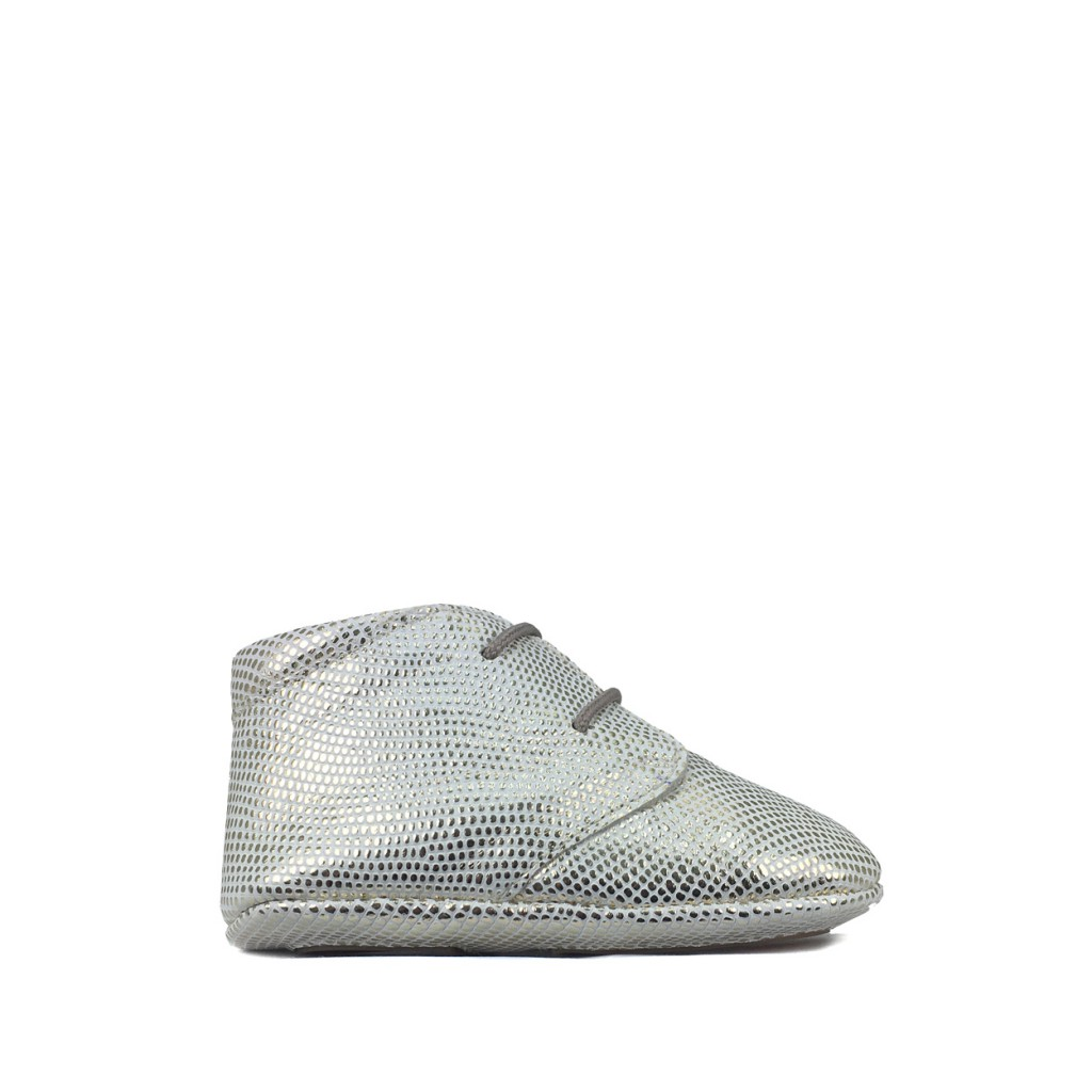 Tricati - White pre-stepper with silver dots