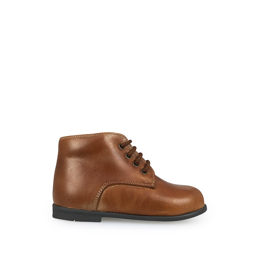 Two Con Me by Pepe - First stepper in bourbon brown