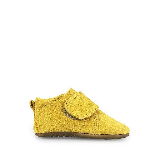 Pompom slippers Leather slipper in suede mustard