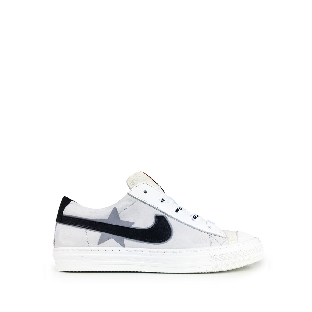 Rondinella - Low white sneaker with star and black line