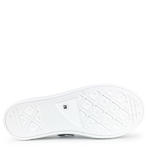 Rondinella trainer Low white sneaker with star and black line